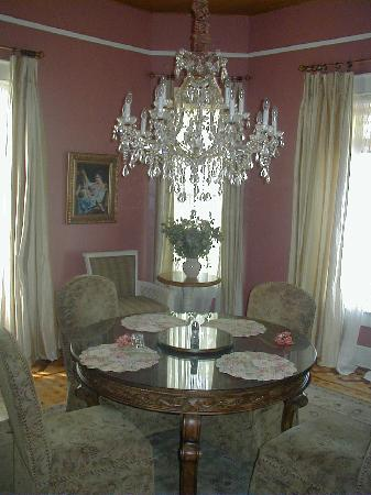 Queen Anne B&B and Spa: The smaller private dining room