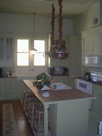Queen Anne B&B and Spa: The Kitchen