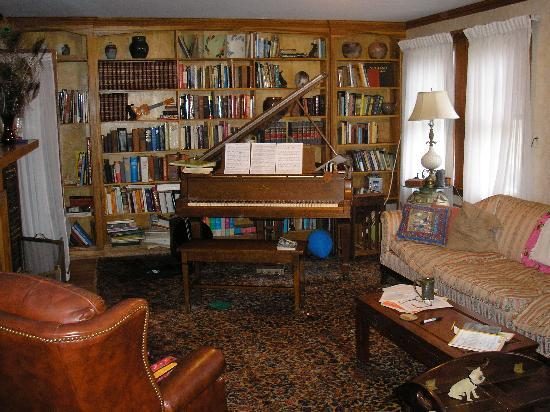 Morgan's Rest Bed & Breakfast: the piano had a great touch