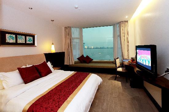 The Hanoi Club Hotel & Lake Palais Residences: Deluxe Hotel Room