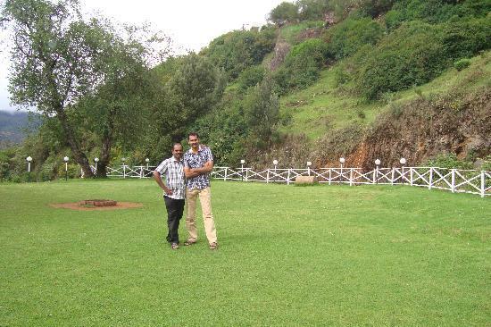 British Cliff Club Resort Ooty: Lawn