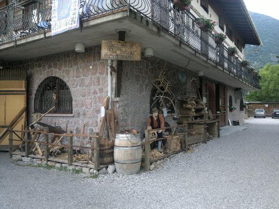 L 39 esterno del ristorante 2 picture of trattoria cervo for L esterno del ristorante sinonimo