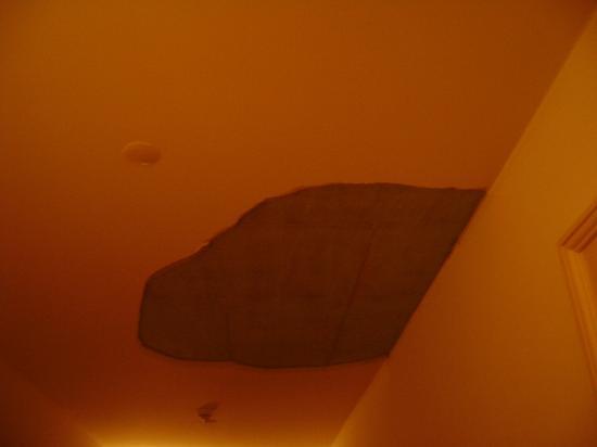 Hotel Central Continental: 4th Floor Corridor Ceiling