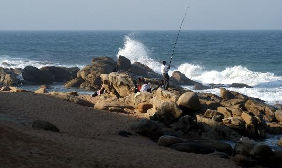 Sylvan Grove Guest House: Fishing from Umhlanga Beach