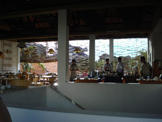 Kuta Lagoon Resort & Pool Villa: Breakfast area, wonderful staff