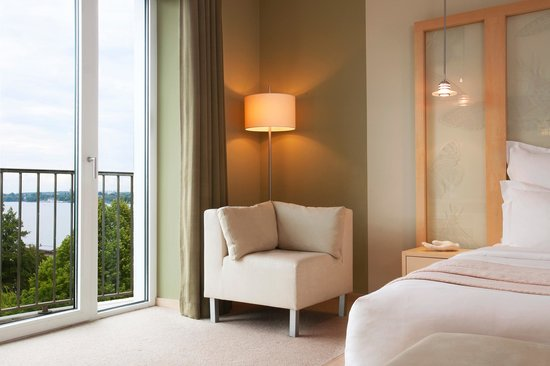 Le Meridien Hamburg: Deluxe Room with sea view