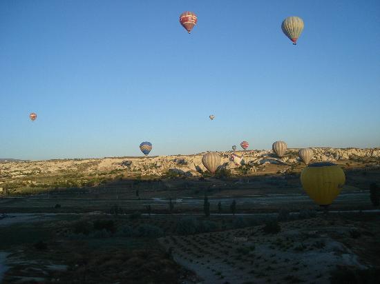 Alfina Hotel Cappadocia: Balloons at 6am!!