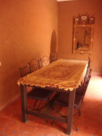 Les Jardins de Bounou Maison d'Hotes: Table à manger