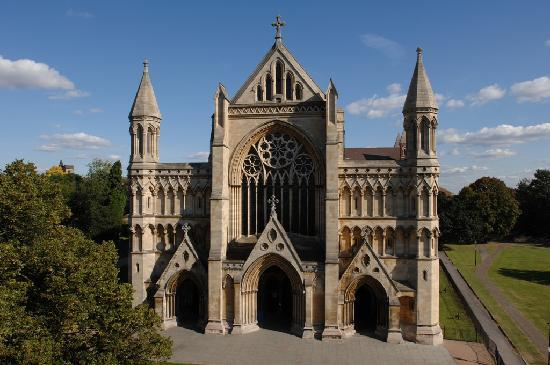 Saint Albans, UK: West End of St Albans Cathedral