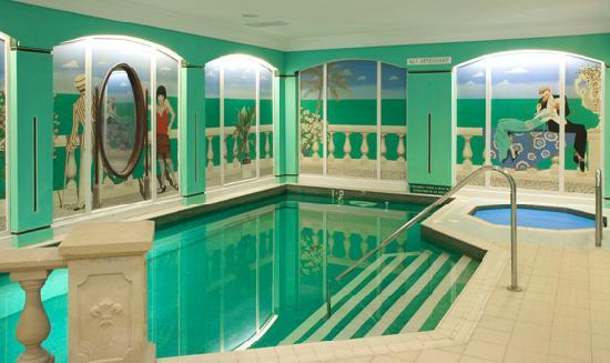 The Corbyn Apartments: Swimming Pool & Jacuzzi