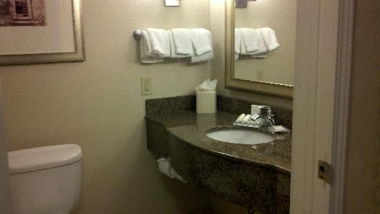 ‪‪Hilton Garden Inn Albany / SUNY Area‬: Bathroom‬
