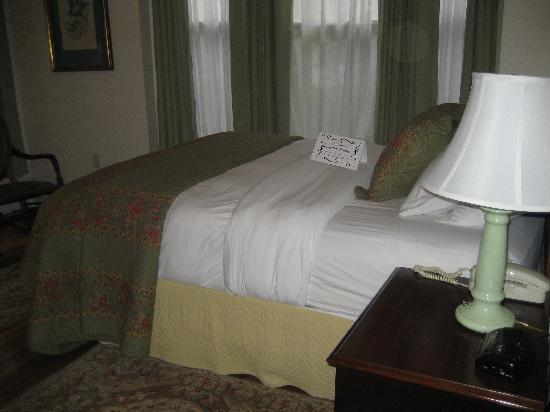 Harding House: My lovely room was so comfortable