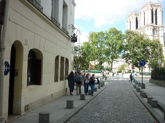 la via in cui si trova l'hotel esmeralda