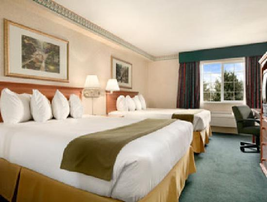 Ramada Portland East : Portland Ramada Hotel Room