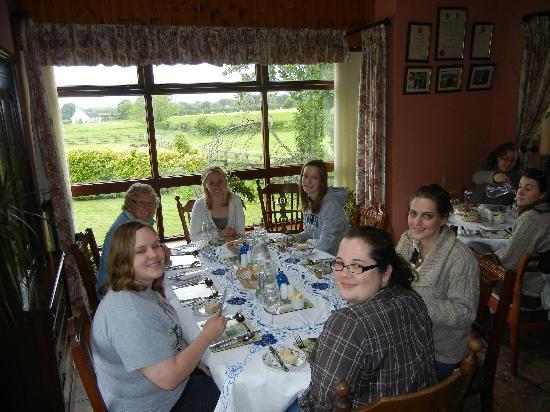 Bungalow Farmhouse B & B: The dining room