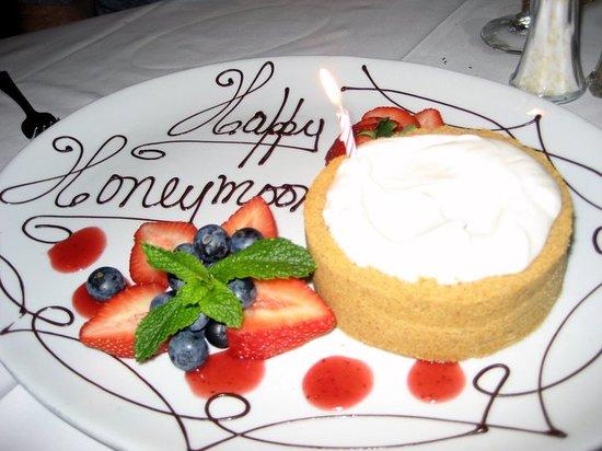 Ruth's Chris Steak House: Happy Honeymoon Dessert