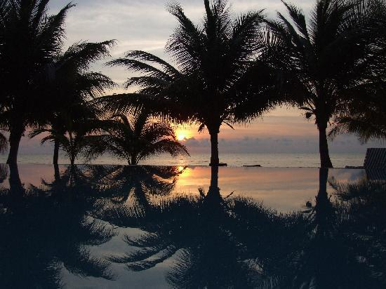 Robert's Grove Beach Resort: Infinity Pool