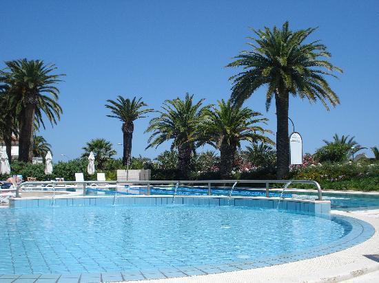 Valentino Resort: piscina