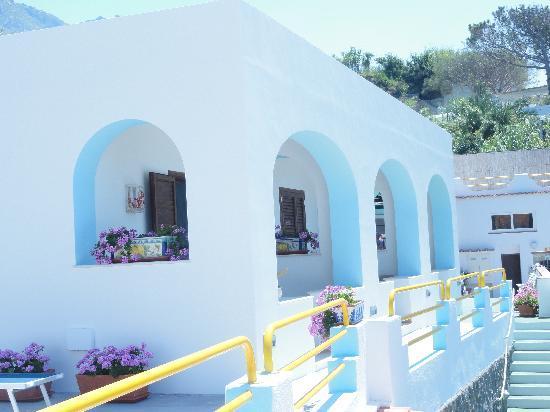 Hotel  Cava dell'isola: una villa in stile mediterraneo ristrutturata nel 2011