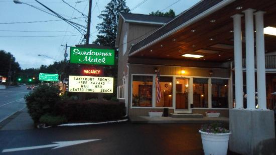 Sundowner Motel: The office