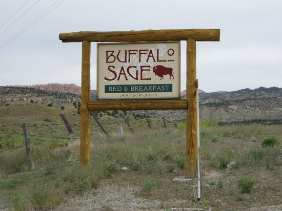 Buffalo Sage Bed & Breakfast: Front sign