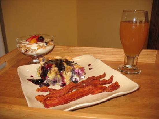 Parkside Bed and Breakfast : Blueberry Stuffed French Toast