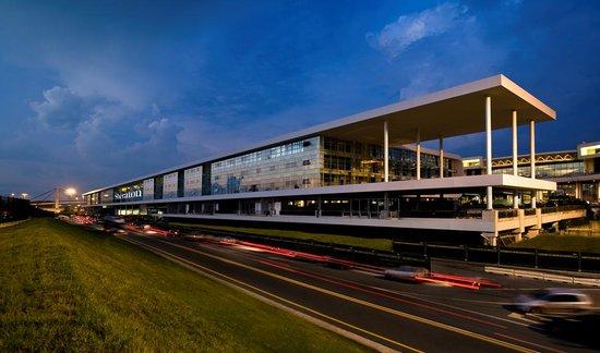 Sheraton Milan Malpensa Airport Hotel & Conference Centre: Hotel Exterior