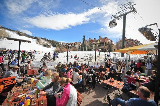Tomboy Tavern: Under the umbrella at Hop Garden during ski season
