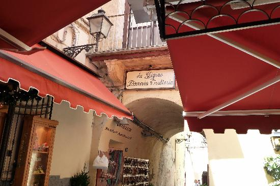Casa Dominova Bed and Breakfast : From Ouside table at DaGigino