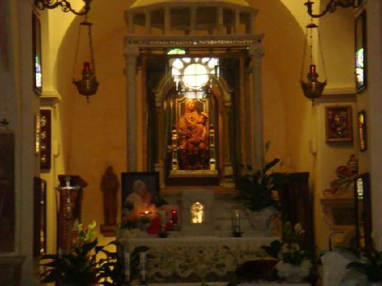Capranica Prenestina, Italy: altare