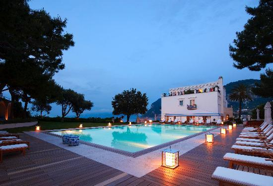 J.K. Place Capri: Pool by night