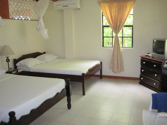 De Reef Apartments: Bedroom of our one bedroom apartment