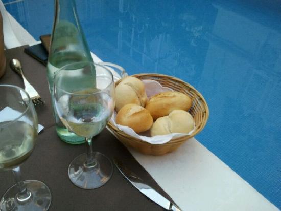 Restaurant El Xalet: Poolside dining!