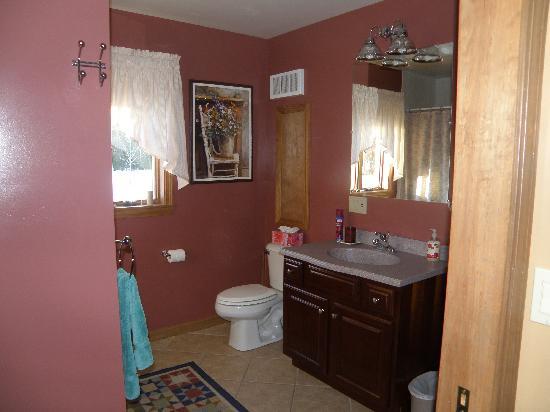 The Roost Bed & Breakfast: Piano Room ensuite bathroom