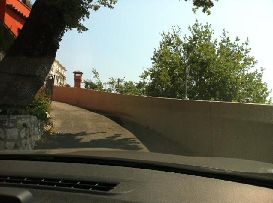 Mandarina Hôtel by Actisource : Driveway to/from the car park