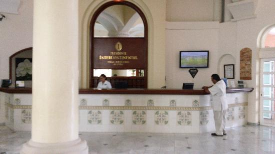 InterContinental Presidente Merida : Lobby Reception Desk