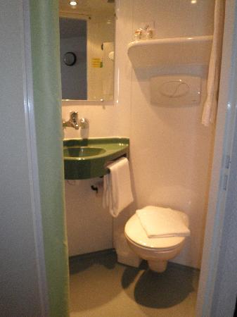 Brit Hotel Albi : Baño de la habitación