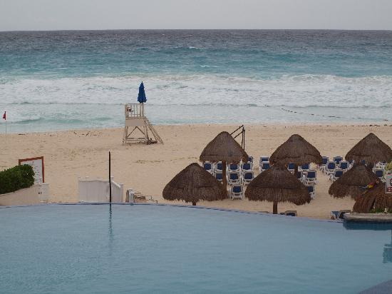 Golden Parnassus All Inclusive Resort & Spa Cancun: pool & beach