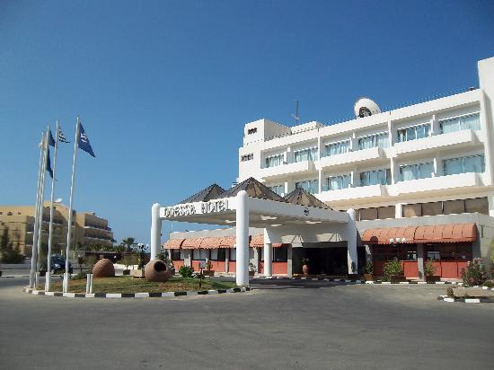 Odessa Beach Hotel: The front of the hotel