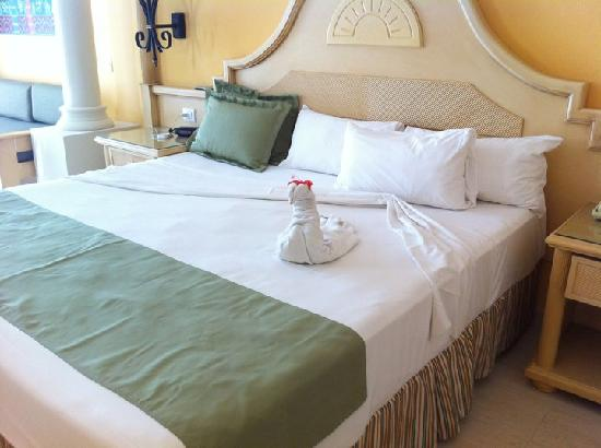 Grand Bahia Principe La Romana: Creative Bedding