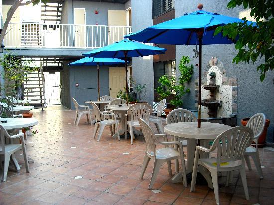 Rodeway Inn Los Angeles: The Patio
