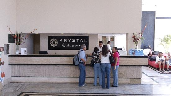 Krystal Cancun: Check in reception area