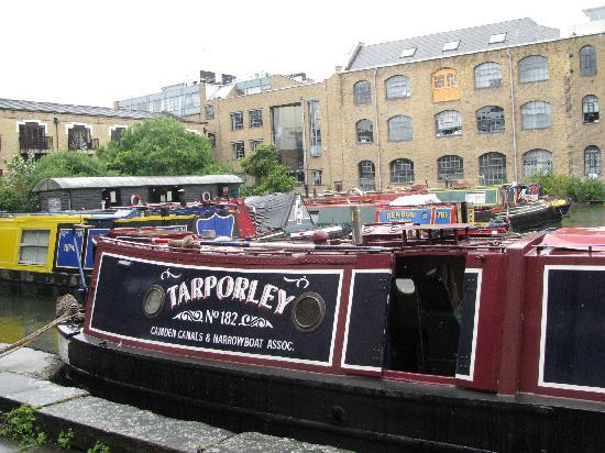 London Canal Museum: Boot vor dem Canal Museum