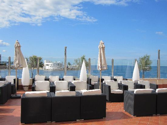Hotel Marina Luz: bar/loune outside