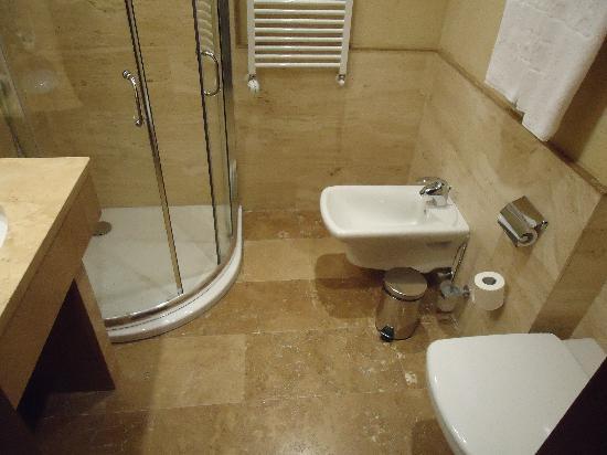 Superb Thracia Hotel: My Bathroom