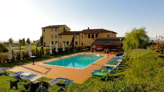Resort Casale Le Torri: the pool area
