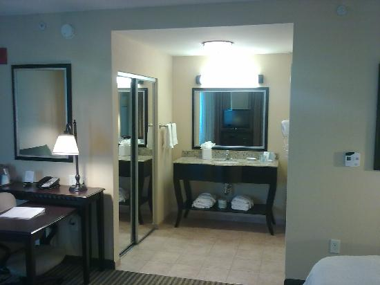 Hampton Inn & Suites National Harbor/Alexandria Area: And yet another angle...