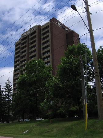 Edward Hotel Markham : Plain-looking building