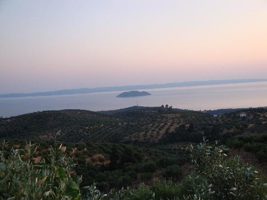 Chorostasi Guest House: PAul's Taverna View
