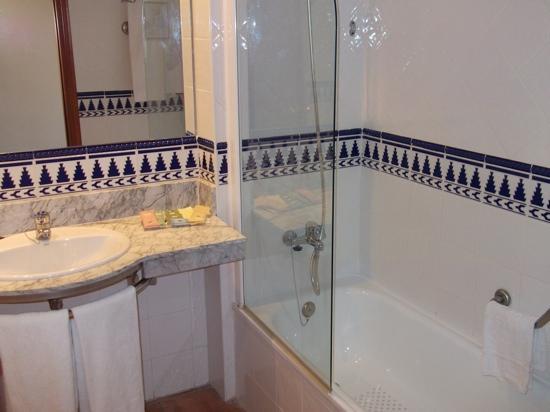 H10 Mediterranean Village: bathroom